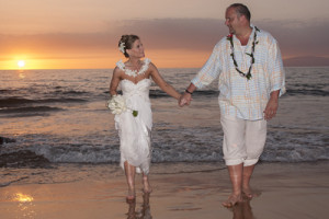 couple renews wedding vows on Maui