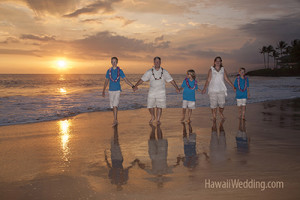 Maui vow renewal family walking on the beach