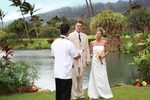 Hawaiian minister performs ceremony at the Maui Tropical Plantation