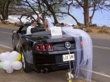 couple drive away from their hawaii weddings