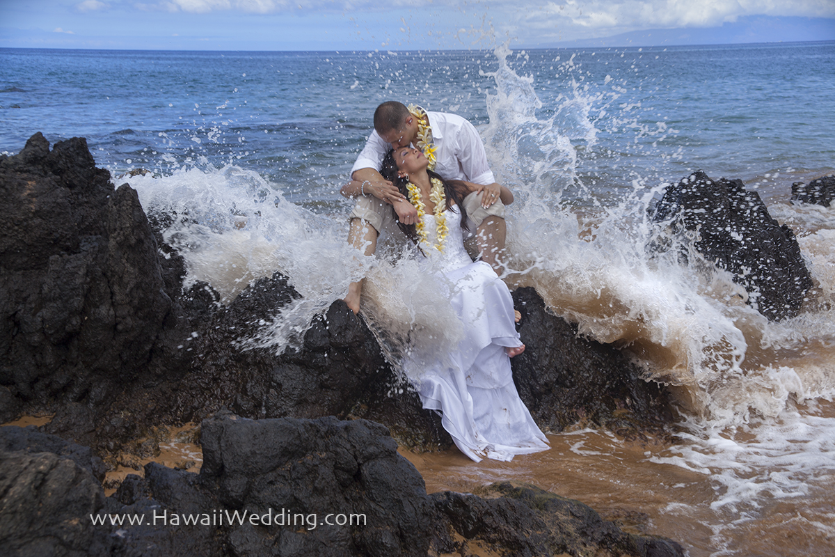 maui wedding couple sitting on rocks
