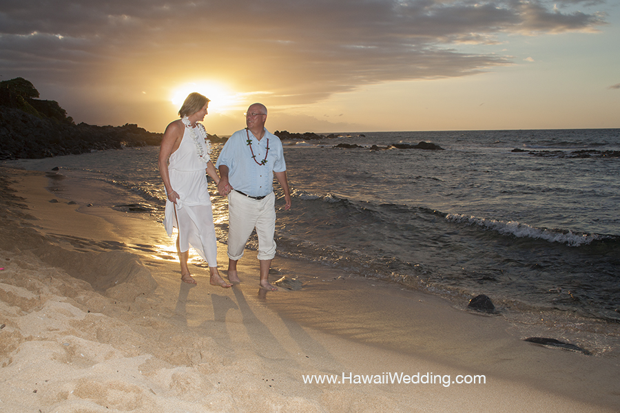 vow renewal couple at Mama's Fish House Maui