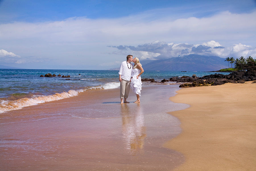 Lisa and ted opted not to have a maui sunset wedding but a beautiful morning wedding in Makena Maui, hawaii