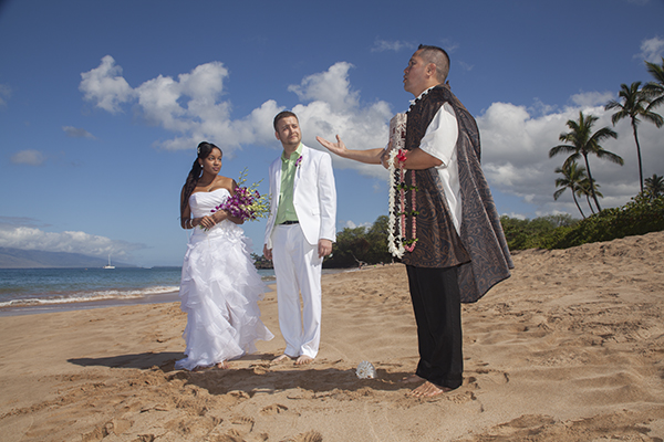 Hawaiian wedding ceremony on Maluaka Beach in Maui