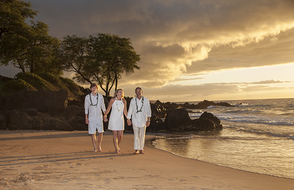 couple renew vows on Maluaka Beach Maui